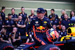 ABU DHABI, UNITED ARAB EMIRATES - NOVEMBER 26: Max Verstappen of Netherlands and Red Bull Racing at the Red Bull Racing team photo before the Abu Dhabi Formula One Grand Prix at Yas Marina Circuit on November 26, 2017 in Abu Dhabi, United Arab Emirates. (Photo by Clive Mason/Getty Images) // Getty Images / Red Bull Content Pool // P-20171126-00895 // Usage for editorial use only // Please go to www.redbullcontentpool.com for further information. //