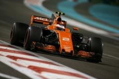 Yas Marina Circuit, Abu Dhabi, United Arab Emirates.Sunday 26 November 2017.Stoffel Vandoorne, McLaren MCL32 Honda.Photo: Charles Coates/McLarenref: Digital Image DJ5R3447