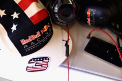 AUSTIN, TX - OCTOBER 22: A Daniel Ricciardo of Australia and Red Bull Racing cap in the Red Bull Racing garage before the United States Formula One Grand Prix at Circuit of The Americas on October 22, 2017 in Austin, Texas. (Photo by Mark Thompson/Getty Images) // Getty Images / Red Bull Content Pool // P-20171023-00238 // Usage for editorial use only // Please go to www.redbullcontentpool.com for further information. //