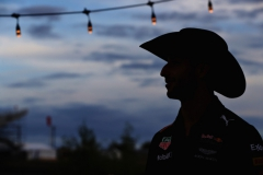 AUSTIN, TX - OCTOBER 20: Daniel Ricciardo of Australia and Red Bull Racing wears a cowboy hat after practice for the United States Formula One Grand Prix at Circuit of The Americas on October 20, 2017 in Austin, Texas. (Photo by Mark Thompson/Getty Images) // Getty Images / Red Bull Content Pool // P-20171021-00397 // Usage for editorial use only // Please go to www.redbullcontentpool.com for further information. //
