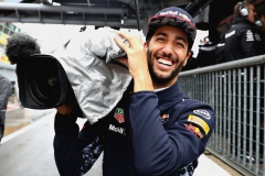 MONZA, ITALY - SEPTEMBER 02: Daniel Ricciardo of Australia and Red Bull Racing uses a TV camera in the Pitlane during qualifying for the Formula One Grand Prix of Italy at Autodromo di Monza on September 2, 2017 in Monza, Italy. (Photo by Mark Thompson/Getty Images) // Getty Images / Red Bull Content Pool // P-20170902-26346 // Usage for editorial use only // Please go to www.redbullcontentpool.com for further information. //