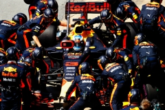 MONTREAL, QC - JUNE 11: Daniel Ricciardo of Australia driving the (3) Red Bull Racing Red Bull-TAG Heuer RB13 TAG Heuer makes a pit stop for new tyres during the Canadian Formula One Grand Prix at Circuit Gilles Villeneuve on June 11, 2017 in Montreal, Canada. (Photo by Getty Images/Getty Images) // Getty Images / Red Bull Content Pool // P-20170612-00223 // Usage for editorial use only // Please go to www.redbullcontentpool.com for further information. //