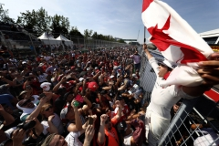 Circuit Gilles Villeneuve, Montreal, Canada.Sunday 11 June 2017.Lance Stroll, Williams Martini Racing, celebrates with fans after securing his first points in F1.Photo: Glenn Dunbar/Williamsref: Digital Image WX4I9076