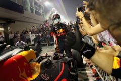 SINGAPORE - SEPTEMBER 17: Second place finisher Daniel Ricciardo of Australia and Red Bull Racing celebrates in parc ferme during the Formula One Grand Prix of Singapore at Marina Bay Street Circuit on September 17, 2017 in Singapore. (Photo by Clive Mason/Getty Images) // Getty Images / Red Bull Content Pool // P-20170917-01421 // Usage for editorial use only // Please go to www.redbullcontentpool.com for further information. //