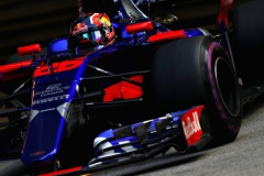 SINGAPORE - SEPTEMBER 15: Daniil Kvyat of Russia driving the (26) Scuderia Toro Rosso STR12 on track during practice for the Formula One Grand Prix of Singapore at Marina Bay Street Circuit on September 15, 2017 in Singapore. (Photo by Mark Thompson/Getty Images) // Getty Images / Red Bull Content Pool // P-20170915-00794 // Usage for editorial use only // Please go to www.redbullcontentpool.com for further information. //