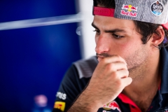 KUALA LUMPUR, MALAYSIA - SEPTEMBER 29: Carlos Sainz of Scuderia Toro Rosso and Spain during practice for the Malaysia Formula One Grand Prix at Sepang Circuit on September 29, 2017 in Kuala Lumpur, Malaysia. (Photo by Peter Fox/Getty Images) // Getty Images / Red Bull Content Pool // P-20170929-00955 // Usage for editorial use only // Please go to www.redbullcontentpool.com for further information. //