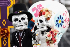 MEXICO CITY, MEXICO - OCTOBER 29: Day of the Dead entertainers perform before the Formula One Grand Prix of Mexico at Autodromo Hermanos Rodriguez on October 29, 2017 in Mexico City, Mexico. (Photo by Mark Thompson/Getty Images) // Getty Images / Red Bull Content Pool // P-20171029-00982 // Usage for editorial use only // Please go to www.redbullcontentpool.com for further information. //