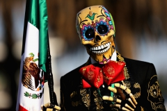 MEXICO CITY, MEXICO - OCTOBER 27: A Day of the Dead entertainer poses in the Paddock during practice for the Formula One Grand Prix of Mexico at Autodromo Hermanos Rodriguez on October 27, 2017 in Mexico City, Mexico. (Photo by Mark Thompson/Getty Images) // Getty Images / Red Bull Content Pool // P-20171028-00267 // Usage for editorial use only // Please go to www.redbullcontentpool.com for further information. //