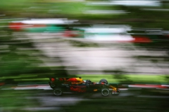 SUZUKA, JAPAN - OCTOBER 07: Daniel Ricciardo of Australia driving the (3) Red Bull Racing Red Bull-TAG Heuer RB13 TAG Heuer on track during final practice for the Formula One Grand Prix of Japan at Suzuka Circuit on October 7, 2017 in Suzuka. (Photo by Mark Thompson/Getty Images) // Getty Images / Red Bull Content Pool // P-20171007-00210 // Usage for editorial use only // Please go to www.redbullcontentpool.com for further information. //