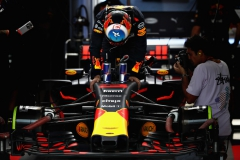 SUZUKA, JAPAN - OCTOBER 07: Daniel Ricciardo of Australia and Red Bull Racing prepares to drive in the garage during qualifying for the Formula One Grand Prix of Japan at Suzuka Circuit on October 7, 2017 in Suzuka. (Photo by Mark Thompson/Getty Images) // Getty Images / Red Bull Content Pool // P-20171007-00767 // Usage for editorial use only // Please go to www.redbullcontentpool.com for further information. //