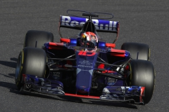 SUZUKA, JAPAN - OCTOBER 08: Pierre Gasly of France and Scuderia Toro Rosso drives in the (10) Scuderia Toro Rosso STR12 on track during the Formula One Grand Prix of Japan at Suzuka Circuit on October 8, 2017 in Suzuka. (Photo by Clive Mason/Getty Images) // Getty Images / Red Bull Content Pool // P-20171008-01187 // Usage for editorial use only // Please go to www.redbullcontentpool.com for further information. //