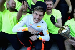 SUZUKA, JAPAN - OCTOBER 08: Second place finisher Max Verstappen of Netherlands and Red Bull Racing celebrates with his team after the Formula One Grand Prix of Japan at Suzuka Circuit on October 8, 2017 in Suzuka. (Photo by Mark Thompson/Getty Images) // Getty Images / Red Bull Content Pool // P-20171008-00940 // Usage for editorial use only // Please go to www.redbullcontentpool.com for further information. //