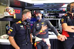 SPIELBERG, AUSTRIA - JULY 04: Max Verstappen of Netherlands and Red Bull Racing and Red Bull Racing Team Principal Christian Horner talk in the garage during qualifying for the Formula One Grand Prix of Austria at Red Bull Ring on July 04, 2020 in Spielberg, Austria. (Photo by Getty Images/Getty Images) // Getty Images / Red Bull Content Pool  // AP-24HECPXU52111 // Usage for editorial use only //