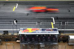 SPIELBERG, AUSTRIA - JULY 11: The Red Bull Racing pitwall looks on as Alexander Albon of Thailand driving the (23) Aston Martin Red Bull Racing RB16 passes during qualifying for the Formula One Grand Prix of Styria at Red Bull Ring on July 11, 2020 in Spielberg, Austria. (Photo by Getty Images/Getty Images) // Getty Images / Red Bull Content Pool  // AP-24KNFPR1N1W11 // Usage for editorial use only //