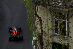 BAKU, AZERBAIJAN - APRIL 28: Daniel Ricciardo of Australia driving the (3) Aston Martin Red Bull Racing RB14 TAG Heuer on track during qualifying for the Azerbaijan Formula One Grand Prix at Baku City Circuit on April 28, 2018 in Baku, Azerbaijan.  (Photo by Dan Istitene/Getty Images) // Getty Images / Red Bull Content Pool  // AP-1VGHUAGAN2111 // Usage for editorial use only // Please go to www.redbullcontentpool.com for further information. //