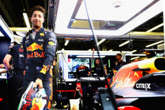 BAKU, AZERBAIJAN - APRIL 28: Daniel Ricciardo of Australia and Red Bull Racing prepares to drive in the garage during qualifying for the Azerbaijan Formula One Grand Prix at Baku City Circuit on April 28, 2018 in Baku, Azerbaijan.  (Photo by Mark Thompson/Getty Images) // Getty Images / Red Bull Content Pool  // AP-1VGGPQGB12111 // Usage for editorial use only // Please go to www.redbullcontentpool.com for further information. //