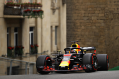 BAKU, AZERBAIJAN - APRIL 27: Daniel Ricciardo of Australia driving the (3) Aston Martin Red Bull Racing RB14 TAG Heuer on track during practice for the Azerbaijan Formula One Grand Prix at Baku City Circuit on April 27, 2018 in Baku, Azerbaijan.  (Photo by Dan Istitene/Getty Images) // Getty Images / Red Bull Content Pool  // AP-1VG6GRQU92111 // Usage for editorial use only // Please go to www.redbullcontentpool.com for further information. //