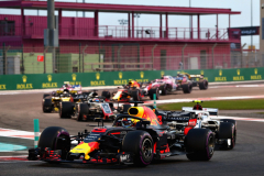 ABU DHABI, UNITED ARAB EMIRATES - NOVEMBER 25: Daniel Ricciardo of Australia driving the (3) Aston Martin Red Bull Racing RB14 TAG Heuer leads Charles Leclerc of Monaco driving the (16) Alfa Romeo Sauber F1 Team C37 Ferrari on track during the Abu Dhabi Formula One Grand Prix at Yas Marina Circuit on November 25, 2018 in Abu Dhabi, United Arab Emirates.  (Photo by Lars Baron/Getty Images) // Getty Images / Red Bull Content Pool  // AP-1XME94F4H1W11 // Usage for editorial use only // Please go to www.redbullcontentpool.com for further information. //