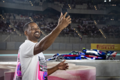 ABU DHABI, UNITED ARAB EMIRATES - NOVEMBER 25:  Actor Will Smith takes a selfie trackside as Pierre Gasly of France and Scuderia Toro Rosso driving the (10) Scuderia Toro Rosso STR13 Honda passes him during the Abu Dhabi Formula One Grand Prix at Yas Marina Circuit on November 25, 2018 in Abu Dhabi, United Arab Emirates.  (Photo by Lars Baron/Getty Images) // Getty Images / Red Bull Content Pool  // AP-1XMFNGMJ52111 // Usage for editorial use only // Please go to www.redbullcontentpool.com for further information. //