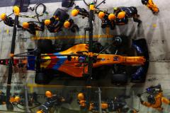 Yas Marina Circuit, Abu Dhabi, United Arab Emirates.Sunday 25 November 2018Fernando Alonso, McLaren MCL33, makes a pit stop.World Copyright: Sam Bloxham/McLarenref: _W6I6144