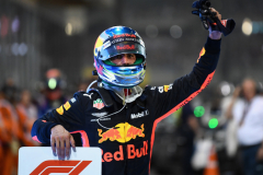 ABU DHABI, UNITED ARAB EMIRATES - NOVEMBER 25:  Daniel Ricciardo of Australia and Red Bull Racing waves to the crowd from parc ferme during the Abu Dhabi Formula One Grand Prix at Yas Marina Circuit on November 25, 2018 in Abu Dhabi, United Arab Emirates.  (Photo by Clive Mason/Getty Images) // Getty Images / Red Bull Content Pool  // AP-1XMFJAM752111 // Usage for editorial use only // Please go to www.redbullcontentpool.com for further information. //