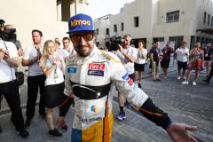 Yas Marina Circuit, Abu Dhabi, United Arab Emirates.Sunday 25 November 2018Fernando Alonso, McLaren.World Copyright: Steven Tee/McLarenref: _2ST9730