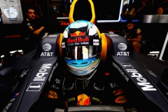 AUSTIN, TX - OCTOBER 21: Daniel Ricciardo of Australia and Red Bull Racing prepares to drive in the garage during qualifying for the United States Formula One Grand Prix at Circuit of The Americas on October 21, 2017 in Austin, Texas. (Photo by Mark Thompson/Getty Images) // Getty Images / Red Bull Content Pool // P-20171021-01422 // Usage for editorial use only // Please go to www.redbullcontentpool.com for further information. //