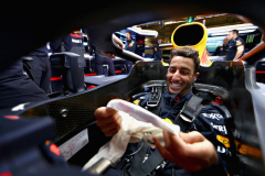 AUSTIN, TX - OCTOBER 19: Daniel Ricciardo of Australia and Red Bull Racing prepares to drive in the garage during practice for the United States Formula One Grand Prix at Circuit of The Americas on October 19, 2018 in Austin, United States.  (Photo by Dan Istitene/Getty Images) // Getty Images / Red Bull Content Pool  // AP-1X8J365UN2111 // Usage for editorial use only // Please go to www.redbullcontentpool.com for further information. //