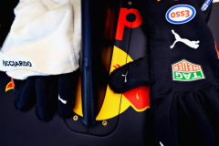 NORTHAMPTON, ENGLAND - JULY 07: The gloves and balaclava of Daniel Ricciardo of Australia and Red Bull Racing are seen in the garage during final practice for the Formula One Grand Prix of Great Britain at Silverstone on July 7, 2018 in Northampton, England.  (Photo by Mark Thompson/Getty Images) // Getty Images / Red Bull Content Pool  // AP-1W712EMXD1W11 // Usage for editorial use only // Please go to www.redbullcontentpool.com for further information. //