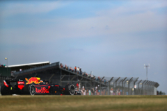 NORTHAMPTON, ENGLAND - JULY 06: Daniel Ricciardo of Australia driving the (3) Aston Martin Red Bull Racing RB14 TAG Heuer on track during practice for the Formula One Grand Prix of Great Britain at Silverstone on July 6, 2018 in Northampton, England.  (Photo by Dan Istitene/Getty Images) // Getty Images / Red Bull Content Pool  // AP-1W6QRX2RN1W11 // Usage for editorial use only // Please go to www.redbullcontentpool.com for further information. //
