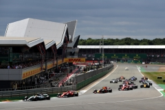 NORTHAMPTON, ENGLAND - JULY 16: Lewis Hamilton of Great Britain driving the (44) Mercedes AMG Petronas F1 Team Mercedes F1 WO8 leads Kimi Raikkonen of Finland driving the (7) Scuderia Ferrari SF70H, Max Verstappen of the Netherlands driving the (33) Red Bull Racing Red Bull-TAG Heuer RB13 TAG Heuer and the rest of the field round the first corner at the start during the Formula One Grand Prix of Great Britain at Silverstone on July 16, 2017 in Northampton, England. (Photo by Will Taylor-Medhurst/Getty Images) // Getty Images / Red Bull Content Pool // P-20170716-01185 // Usage for editorial use only // Please go to www.redbullcontentpool.com for further information. //