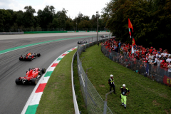 MONZA, ITALY - SEPTEMBER 02: Daniel Ricciardo of Australia driving the (3) Aston Martin Red Bull Racing RB14 TAG Heuer leads Sebastian Vettel of Germany driving the (5) Scuderia Ferrari SF71H on track during the Formula One Grand Prix of Italy at Autodromo di Monza on September 2, 2018 in Monza, Italy.  (Photo by Charles Coates/Getty Images) // Getty Images / Red Bull Content Pool  // AP-1WSF1DNWW2511 // Usage for editorial use only // Please go to www.redbullcontentpool.com for further information. //