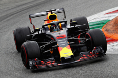 MONZA, ITALY - SEPTEMBER 02: Daniel Ricciardo of Australia driving the (3) Aston Martin Red Bull Racing RB14 TAG Heuer on track during the Formula One Grand Prix of Italy at Autodromo di Monza on September 2, 2018 in Monza, Italy.  (Photo by Mark Thompson/Getty Images) // Getty Images / Red Bull Content Pool  // AP-1WSEEMZ152511 // Usage for editorial use only // Please go to www.redbullcontentpool.com for further information. //