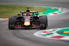 MONZA, ITALY - AUGUST 31: Daniel Ricciardo of Australia driving the (3) Aston Martin Red Bull Racing RB14 TAG Heuer on track during practice for the Formula One Grand Prix of Italy at Autodromo di Monza on August 31, 2018 in Monza, Italy.  (Photo by Lars Baron/Getty Images) // Getty Images / Red Bull Content Pool  // AP-1WRSSMN4H2511 // Usage for editorial use only // Please go to www.redbullcontentpool.com for further information. //