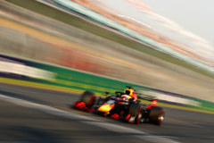 MELBOURNE, AUSTRALIA - MARCH 16: Max Verstappen of the Netherlands driving the (33) Aston Martin Red Bull Racing RB15 on track during qualifying for the F1 Grand Prix of Australia at Melbourne Grand Prix Circuit on March 16, 2019 in Melbourne, Australia.  (Photo by Robert Cianflone/Getty Images) // Getty Images / Red Bull Content Pool  // AP-1YR2N3ZB52111 // Usage for editorial use only // Please go to www.redbullcontentpool.com for further information. //