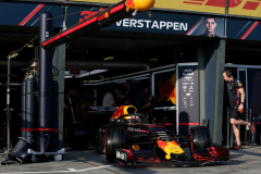 MELBOURNE, AUSTRALIA - MARCH 16: Max Verstappen of the Netherlands driving the (33) Aston Martin Red Bull Racing RB15 leaves the garage during qualifying for the F1 Grand Prix of Australia at Melbourne Grand Prix Circuit on March 16, 2019 in Melbourne, Australia.  (Photo by Charles Coates/Getty Images) // Getty Images / Red Bull Content Pool  // AP-1YR3JV6KS2111 // Usage for editorial use only // Please go to www.redbullcontentpool.com for further information. //