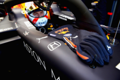 MELBOURNE, AUSTRALIA - MARCH 15: The gloves of Max Verstappen of Netherlands and Red Bull Racing are seen on his car as he prepares to drive in the garage during practice for the F1 Grand Prix of Australia at Melbourne Grand Prix Circuit on March 15, 2019 in Melbourne, Australia.  (Photo by Mark Thompson/Getty Images) // Getty Images / Red Bull Content Pool  // AP-1YQPX798S1W11 // Usage for editorial use only // Please go to www.redbullcontentpool.com for further information. //