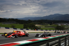 SPIELBERG, AUSTRIA - JULY 09: Daniel Ricciardo of Australia driving the (3) Red Bull Racing Red Bull-TAG Heuer RB13 TAG Heuer, Kimi Raikkonen of Finland driving the (7) Scuderia Ferrari SF70H and Romain Grosjean of France driving the (8) Haas F1 Team Haas-Ferrari VF-17 Ferrari battle for position at the start during the Formula One Grand Prix of Austria at Red Bull Ring on July 9, 2017 in Spielberg, Austria. (Photo by Clive Mason/Getty Images) // Getty Images / Red Bull Content Pool // P-20170709-04016 // Usage for editorial use only // Please go to www.redbullcontentpool.com for further information. //
