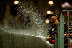 SINGAPORE - SEPTEMBER 17: Second place finisher Daniel Ricciardo of Australia and Red Bull Racing celebrates on the podium during the Formula One Grand Prix of Singapore at Marina Bay Street Circuit on September 17, 2017 in Singapore. (Photo by Lars Baron/Getty Images) // Getty Images / Red Bull Content Pool // P-20170917-01326 // Usage for editorial use only // Please go to www.redbullcontentpool.com for further information. //