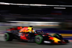 SINGAPORE - SEPTEMBER 17: Daniel Ricciardo of Australia driving the (3) Red Bull Racing Red Bull-TAG Heuer RB13 TAG Heuer on track during the Formula One Grand Prix of Singapore at Marina Bay Street Circuit on September 17, 2017 in Singapore. (Photo by Mark Thompson/Getty Images) // Getty Images / Red Bull Content Pool // P-20170917-01574 // Usage for editorial use only // Please go to www.redbullcontentpool.com for further information. //