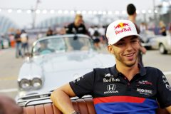 SINGAPORE, SINGAPORE - SEPTEMBER 22: Pierre Gasly of France and Scuderia Toro Rosso smiles on the drivers parade before the F1 Grand Prix of Singapore at Marina Bay Street Circuit on September 22, 2019 in Singapore. (Photo by Peter Fox/Getty Images) // Getty Images / Red Bull Content Pool  // AP-21N95HVF91W11 // Usage for editorial use only //