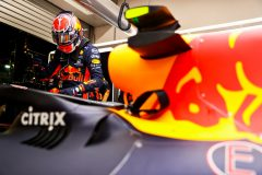 SINGAPORE, SINGAPORE - SEPTEMBER 22: Alexander Albon of Thailand and Red Bull Racing prepares to drive in the garage before the F1 Grand Prix of Singapore at Marina Bay Street Circuit on September 22, 2019 in Singapore. (Photo by Mark Thompson/Getty Images) // Getty Images / Red Bull Content Pool  // AP-21N9HVZ851W11 // Usage for editorial use only //
