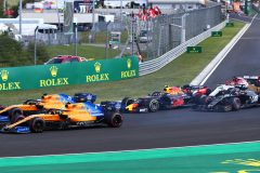 BUDAPEST, HUNGARY - AUGUST 04: Carlos Sainz of Spain driving the (55) McLaren F1 Team MCL34 Renault, and Lando Norris of Great Britain driving the (4) McLaren F1 Team MCL34 Renault lead Pierre Gasly of France driving the (10) Aston Martin Red Bull Racing RB15 at the start during the F1 Grand Prix of Hungary at Hungaroring on August 04, 2019 in Budapest, Hungary. (Photo by Mark Thompson/Getty Images) // Getty Images / Red Bull Content Pool  // AP-215MW3HND1W11 // Usage for editorial use only // Please go to www.redbullcontentpool.com for further information. //