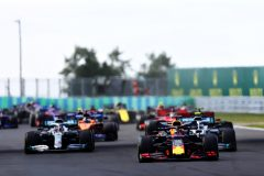 BUDAPEST, HUNGARY - AUGUST 04: Max Verstappen of the Netherlands driving the (33) Aston Martin Red Bull Racing RB15 leads the field into turn two at the start during the F1 Grand Prix of Hungary at Hungaroring on August 04, 2019 in Budapest, Hungary. (Photo by Lars Baron/Getty Images) // Getty Images / Red Bull Content Pool  // AP-215HJVUU11W11 // Usage for editorial use only // Please go to www.redbullcontentpool.com for further information. //