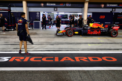 BAHRAIN, BAHRAIN - APRIL 07:  Daniel Ricciardo of Australia driving the (3) Aston Martin Red Bull Racing RB14 TAG Heuer in the Pitlane during qualifying for the Bahrain Formula One Grand Prix at Bahrain International Circuit on April 7, 2018 in Bahrain, Bahrain.  (Photo by Mark Thompson/Getty Images) // Getty Images / Red Bull Content Pool  // AP-1V9SWT2512111 // Usage for editorial use only // Please go to www.redbullcontentpool.com for further information. //