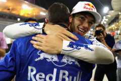 BAHRAIN, BAHRAIN - APRIL 08:  Fourth place finisher Pierre Gasly of France and Scuderia Toro Rosso celebrates with his team after the Bahrain Formula One Grand Prix at Bahrain International Circuit on April 8, 2018 in Bahrain, Bahrain.  (Photo by Mark Thompson/Getty Images) // Getty Images / Red Bull Content Pool  // AP-1VA4QEXZ11W11 // Usage for editorial use only // Please go to www.redbullcontentpool.com for further information. //