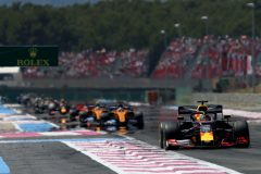 LE CASTELLET, FRANCE - JUNE 23: Max Verstappen of the Netherlands driving the (33) Aston Martin Red Bull Racing RB15 leads Carlos Sainz of Spain driving the (55) McLaren F1 Team MCL34 Renault on track during the F1 Grand Prix of France at Circuit Paul Ricard on June 23, 2019 in Le Castellet, France. (Photo by Charles Coates/Getty Images) // Getty Images / Red Bull Content Pool  // AP-1ZR38EVSD2511 // Usage for editorial use only // Please go to www.redbullcontentpool.com for further information. //