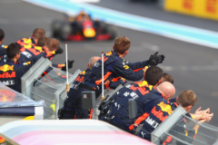 LE CASTELLET, FRANCE - JUNE 24:  The Red Bull Racing team applaud Max Verstappen of the Netherlands driving the (33) Aston Martin Red Bull Racing RB14 TAG Heuer on track during the Formula One Grand Prix of France at Circuit Paul Ricard on June 24, 2018 in Le Castellet, France.  (Photo by Mark Thompson/Getty Images) // Getty Images / Red Bull Content Pool  // AP-1W2W8M4JH1W11 // Usage for editorial use only // Please go to www.redbullcontentpool.com for further information. //