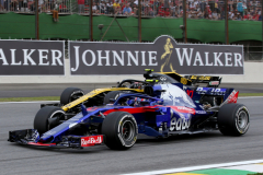 SAO PAULO, BRAZIL - NOVEMBER 11: Pierre Gasly of France and Scuderia Toro Rosso driving the (10) Scuderia Toro Rosso STR13 Honda leads Carlos Sainz of Spain driving the (55) Renault Sport Formula One Team RS18 on track during the Formula One Grand Prix of Brazil at Autodromo Jose Carlos Pace on November 11, 2018 in Sao Paulo, Brazil.  (Photo by Charles Coates/Getty Images) // Getty Images / Red Bull Content Pool  // AP-1XG1DYBJ12111 // Usage for editorial use only // Please go to www.redbullcontentpool.com for further information. //