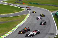 SAO PAULO, BRAZIL - NOVEMBER 11: Daniel Ricciardo of Australia driving the (3) Aston Martin Red Bull Racing RB14 TAG Heuer overtakes Marcus Ericsson of Sweden driving the (9) Alfa Romeo Sauber F1 Team C37 Ferrari on track during the Formula One Grand Prix of Brazil at Autodromo Jose Carlos Pace on November 11, 2018 in Sao Paulo, Brazil.  (Photo by Clive Mason/Getty Images) // Getty Images / Red Bull Content Pool  // AP-1XFYHJ8R11W11 // Usage for editorial use only // Please go to www.redbullcontentpool.com for further information. //